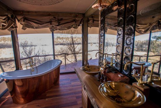 Badezimmer in der Unterkunft Somalisa