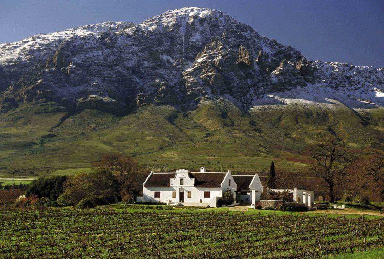 Manoir de style Cape Dutch Architecture dans la vallée de Ceres avec les montagnes enneigées en fond : l'une des idées de weekends autour du Cap