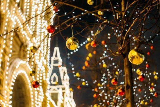Weihnachtsbeleuchtung in Stadt