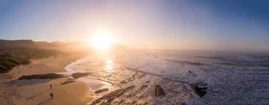 Romantischer Sonnenuntergang im Nature's Valley an der Garden Route in Südafrika