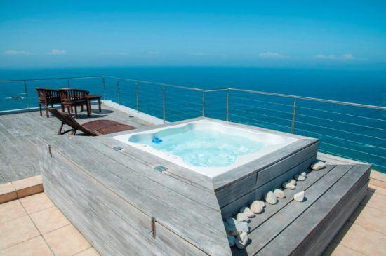 Swimmingpool mit atemberaubender Aussicht auf den Indischen Ozean in Knysna