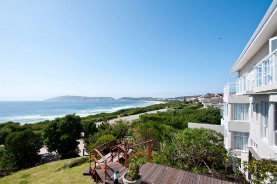 Fantastischer Blick auf den Strand und den Indischen Ozean vom Hotel The Robberg Beach Lodge