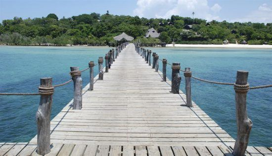 Bootssteg auf Insel im Indischen Ozean