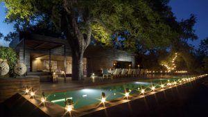 Vue de la piscine de Silvan Safari, réserve de Sabi Sand, Afrique du Sud. L'un des meilleurs lodges pour combiner safari et plage