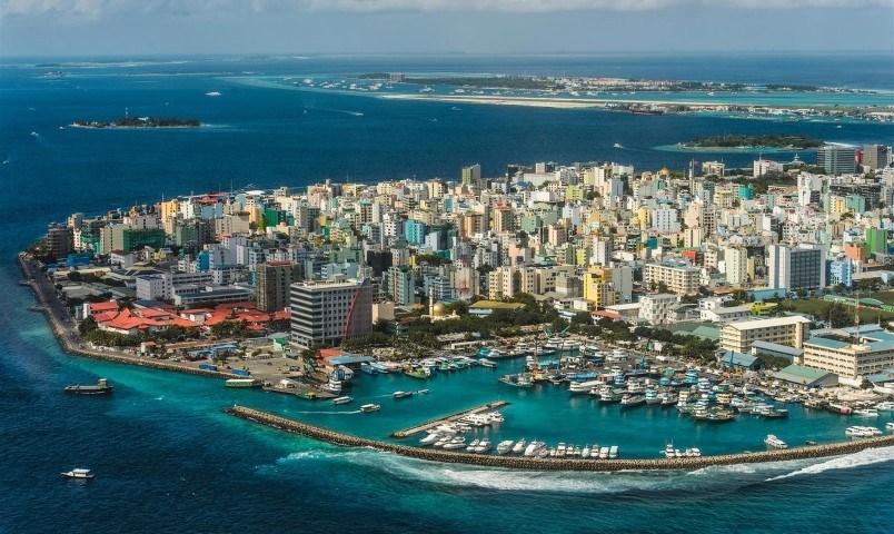 Die vielen Gebäude von Malé aus der Vogelperspektive - Reiseführer Malediven