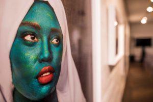 Peinture d'une femme avec un visage vert, ArtAngels Africa