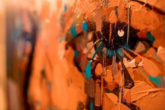 Gemälde von einem Gesicht, im Mittelpunkt ein Auge