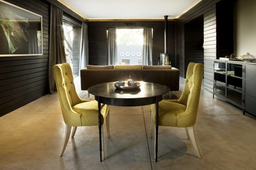 Mesa dentro de una de las suites de Silvan Safari