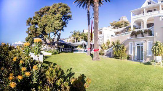 Gartenanlage mit Palmen