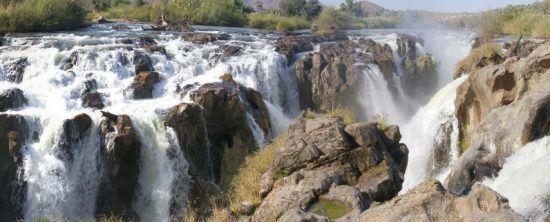 Die malerischen Epupa Falls aus der Vogelperspektive