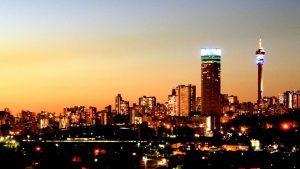Vue de la skyline de Johannesbourg de nuit, Afrique du Sud