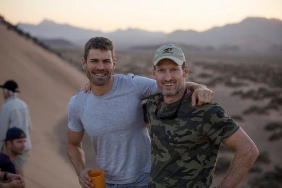 Johan Maree (a la izquierda) en el desierto de Namibia