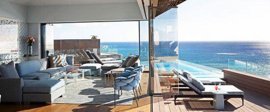 Wohnzimmer und Balkon der Villa Two des Ellerman House in Kapstadt