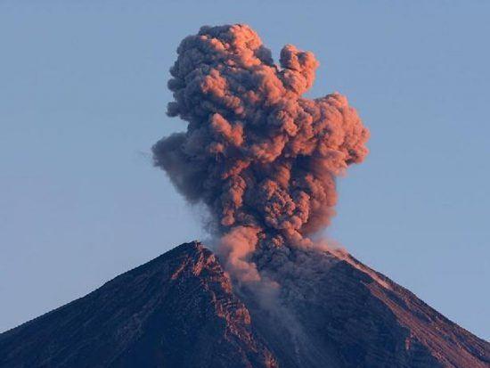 Ausbruch des Vulkans Piton de la Fournaise auf La Réunion