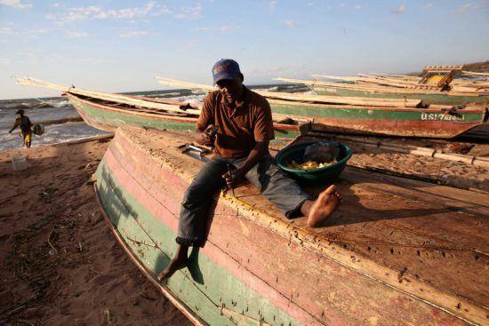 Pêcheurs sur les côtes du lac Malawi.