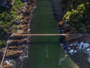 Paractica canoa en el Parque Nacional de Tsitsikamma