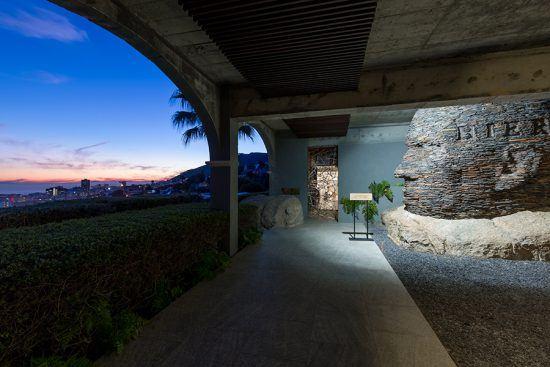Entrada da galeria de arte de Ellerman House durante pôr do sol