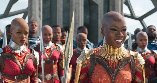 """Florence Kasumba und Danai Gurira aus dem Film """"Black Panther"""""""
