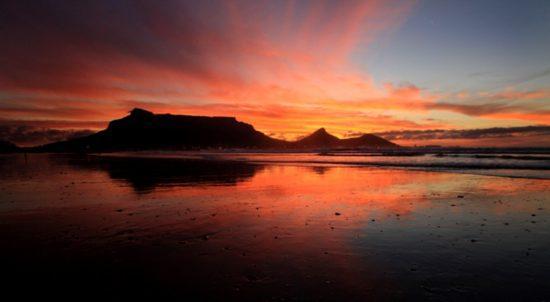 Vue des trois pics ; Devil's Peak, Table Mountain et Lion's Head.