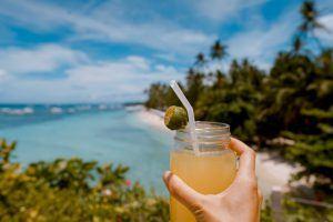 Cóctail en una playa paradisíaca del Océano Índico