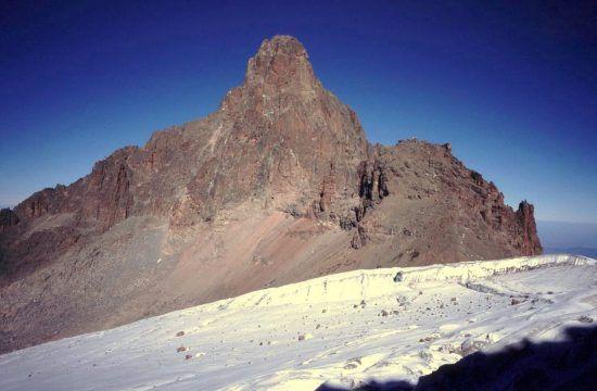 Spitze des des Mount Kenia im Schnee