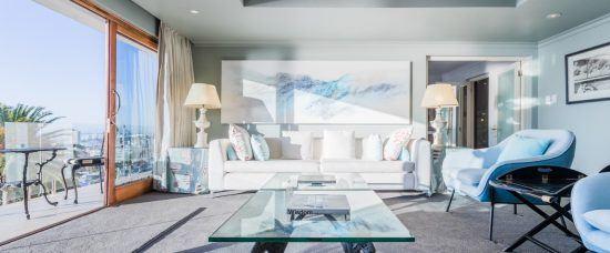 Wohnbereich einer geräumigen Suite im Ellerman House in Kapstadt
