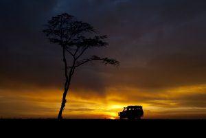 Hermoso atardecer en Africa, en Kenia