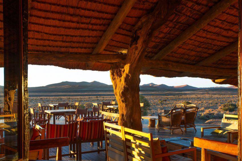 Traumhafter Blick von der Veranda der Kulala Desert Lodge