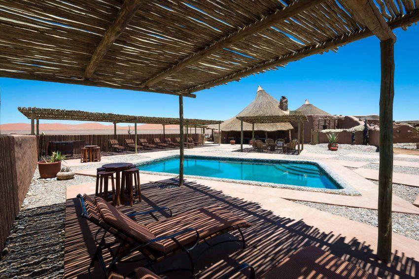 Erfrischung in der Wüste - Kulala Desert Lodge