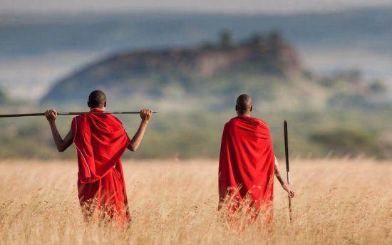 Guerreros masai cerca del lago Manyara