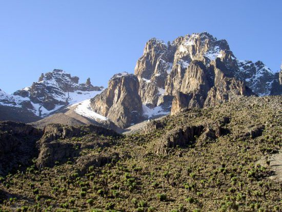 Las imponentes cumbres del Monte Kenia,