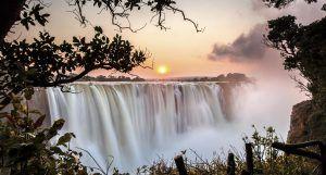 Coucher de soleil sur les Chutes Victoria, Zimbabwe