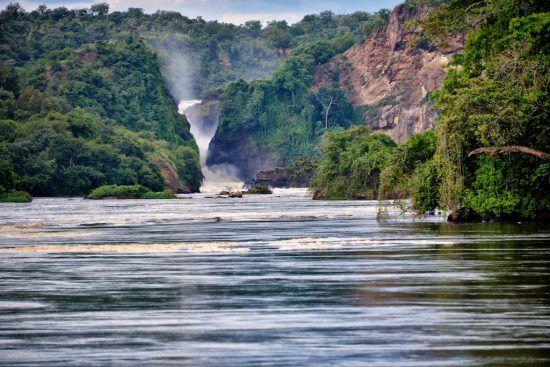 Las cataratas Murchison pueden encontrarse en el paso del Nilo por Uganda