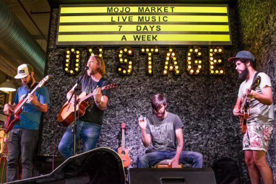 Las actuaciones musicales de Mojo Market son una de sus señas de identidad