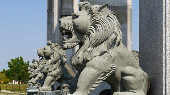 El león, presente en numerosas estatuas y monumentos a lo largo del mundo
