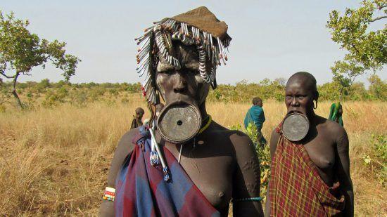 mursi-tribeswoman-with-lip-plate-ethiopia