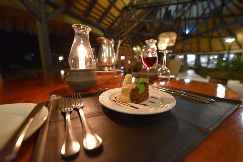 Dessert im Okojima Luxury Bush Camp
