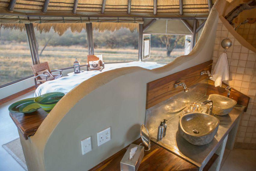 Blick vom Badezimmer im Okonjima Luxury Bush Camp