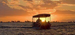 Crucero al atardecer en el río Chobe, en Botsuana