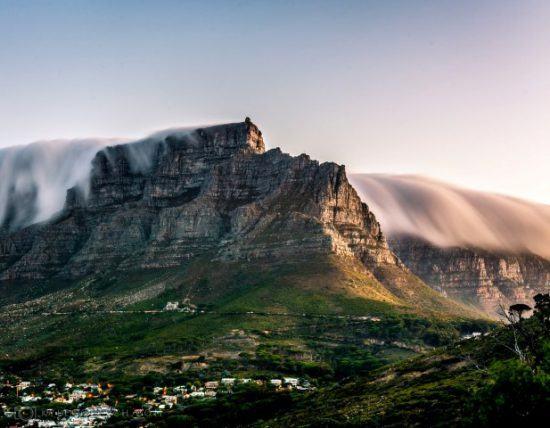 Table Mountain, dominando sobre Ciudad del Cabo