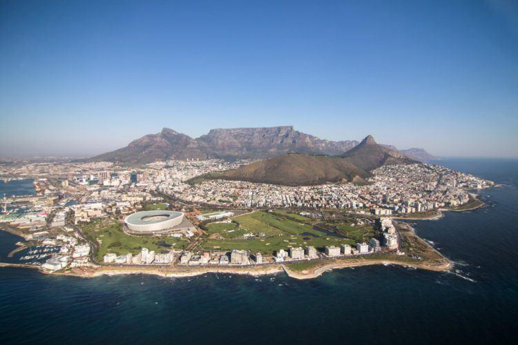 Tour en hélicoptère au Cap et vue aériennes de la ville.