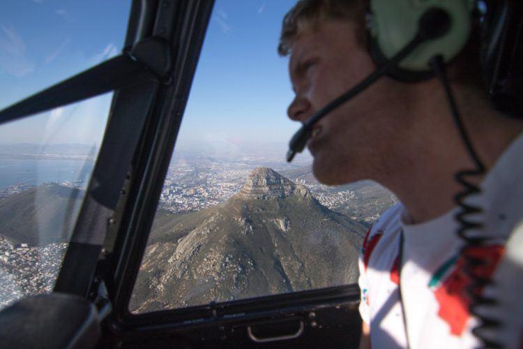 Lion's Head visible depuis les hauteurs d'un hélicoptère au Cap