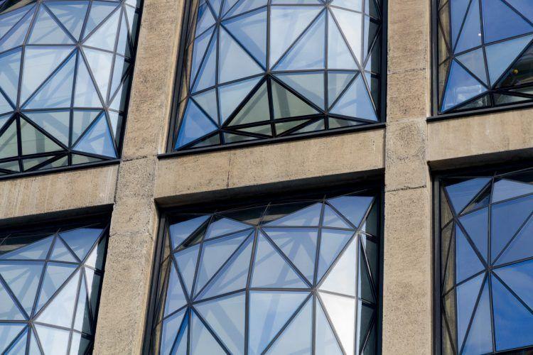 Bâtiment du Zeitz MOCAA et détail des fenêtres du Silo.