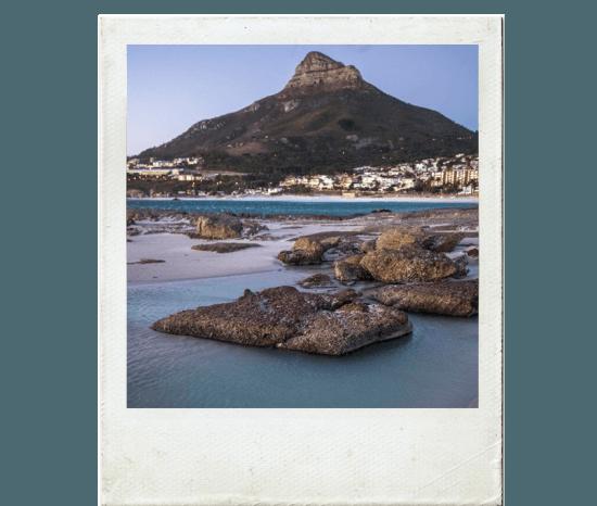Lion's Head vista a partir da costa da Cidade do Cabo em moldura de polaroid