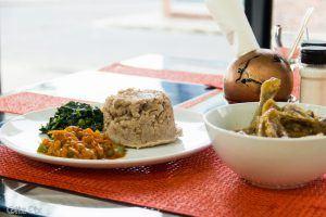 Comida tradicional de Zimbabue en Pahari, uno de las restaurantes en Ciudad del Cabo