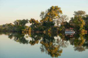 Cruzeiro ao longo do rio Zambeze
