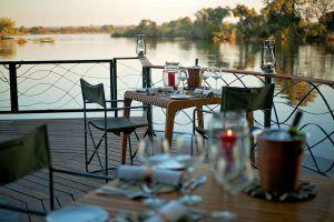 Cena junto al río Zambeze