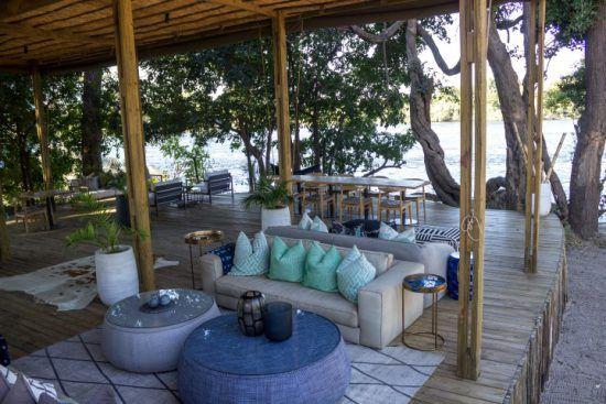 Gemütlich-moderner Gemeinschaftsbereich der Victoria Falls Island Lodge