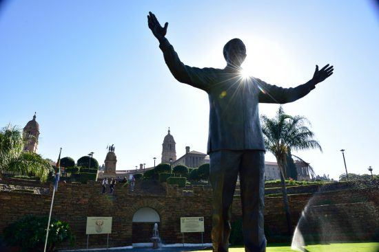 Die große Nelson-Mandela-Statue vor den Union Buildings in Pretoria