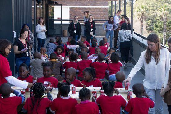 Los niños de Khumbulani, disfrutando de una comida más que merecida